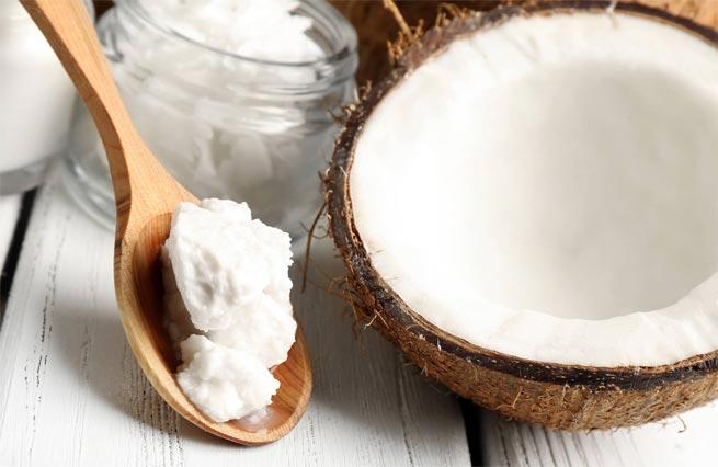 Маска с кокосовым маслом против ломкости волос