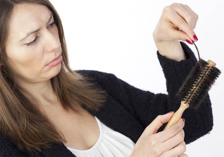 Причины выпадения волос у женщин и лечение